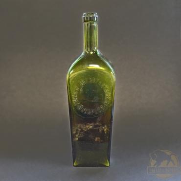 Zöld színű Zwack italos üveg