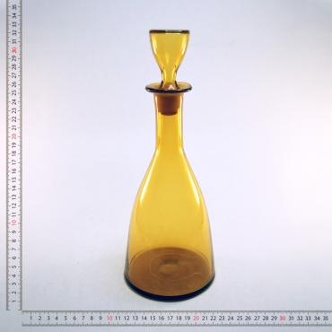 Borostyánsárga üveg boros...