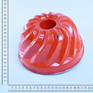 Piros zománcos kuglófsütõ