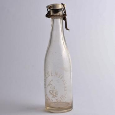 Régi csatos üveg: Teo...