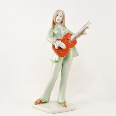 Aqueincum gitározó nő