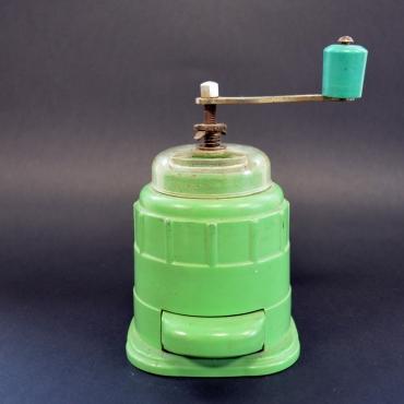 Zöld műanyagházas kávédaráló