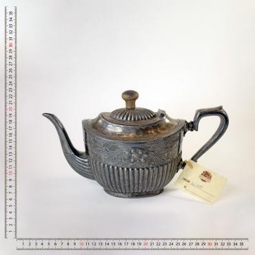 Fém teáskanna