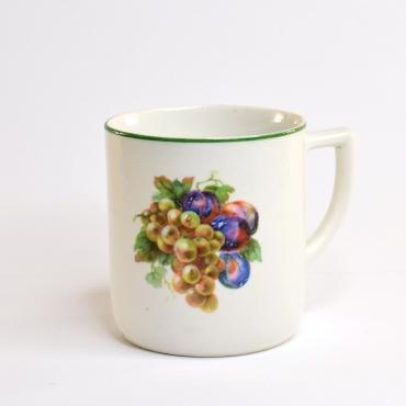 Gyümölcsös porcelán csésze